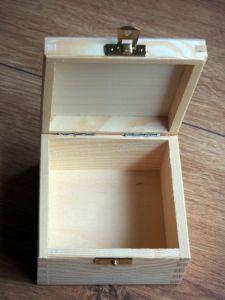 Dřevěná zavírací krabička 12x12x7,5cm