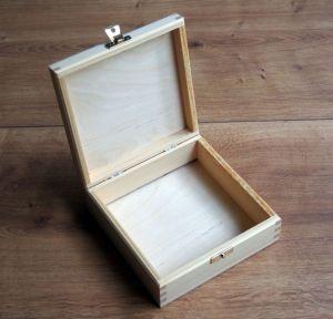 Dřevěná zavírací krabička 14x14x7,5cm