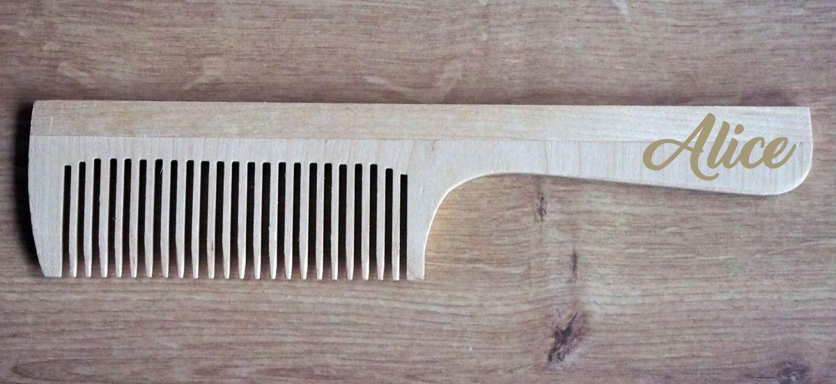 Dřevěný hřeben s věnováním