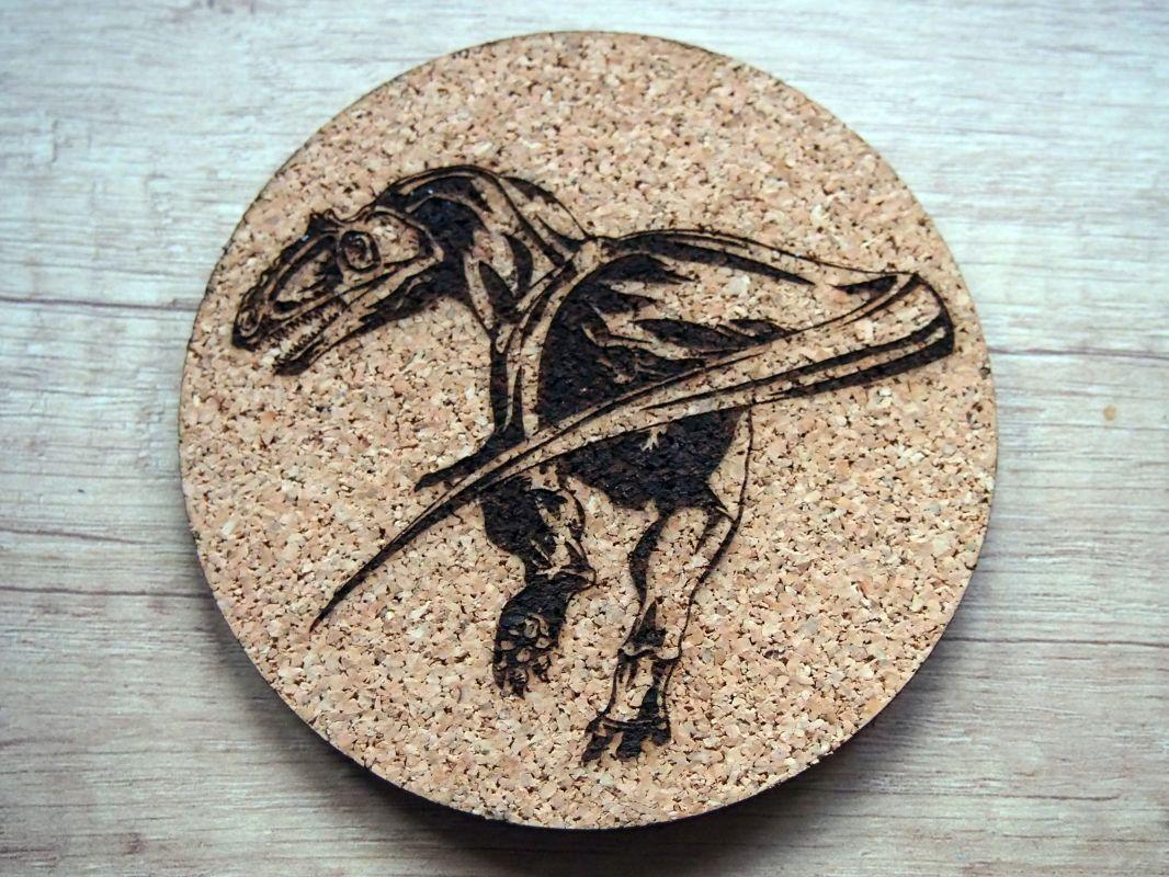 Korkový podtácek gravírovaný dinosaurus