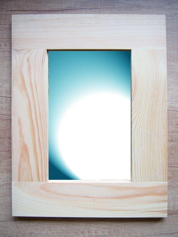 Zrcadlo s dřevěným rámem jednoduché