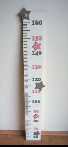 Dětský dřevěný metr na zeď s hvězdami