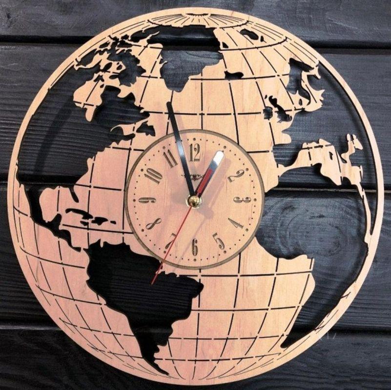 Nástěnné hodiny mapa
