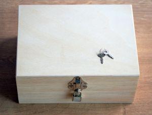 Dřevěná krabička na zámeček s klíčem 22x16x10cm