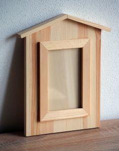 Dřevěný fotorámeček ve tvaru domečku